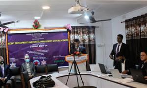 लुम्बिनी वाणिज्य क्याम्पसमा  अन्तर्राष्ट्रिय वेबिनार सम्पन्न